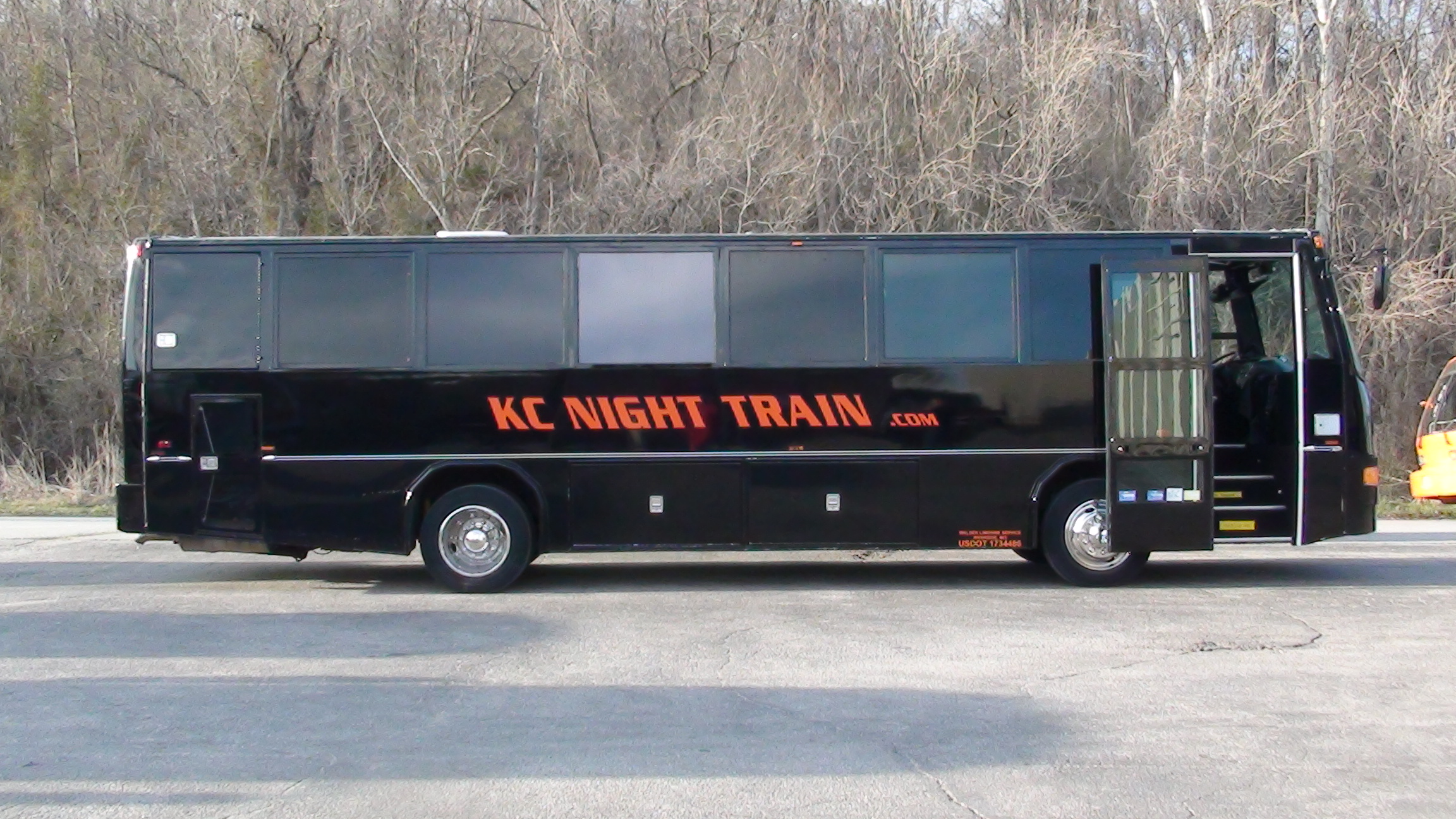 black-party-bus-stretch-limo-expanded-view