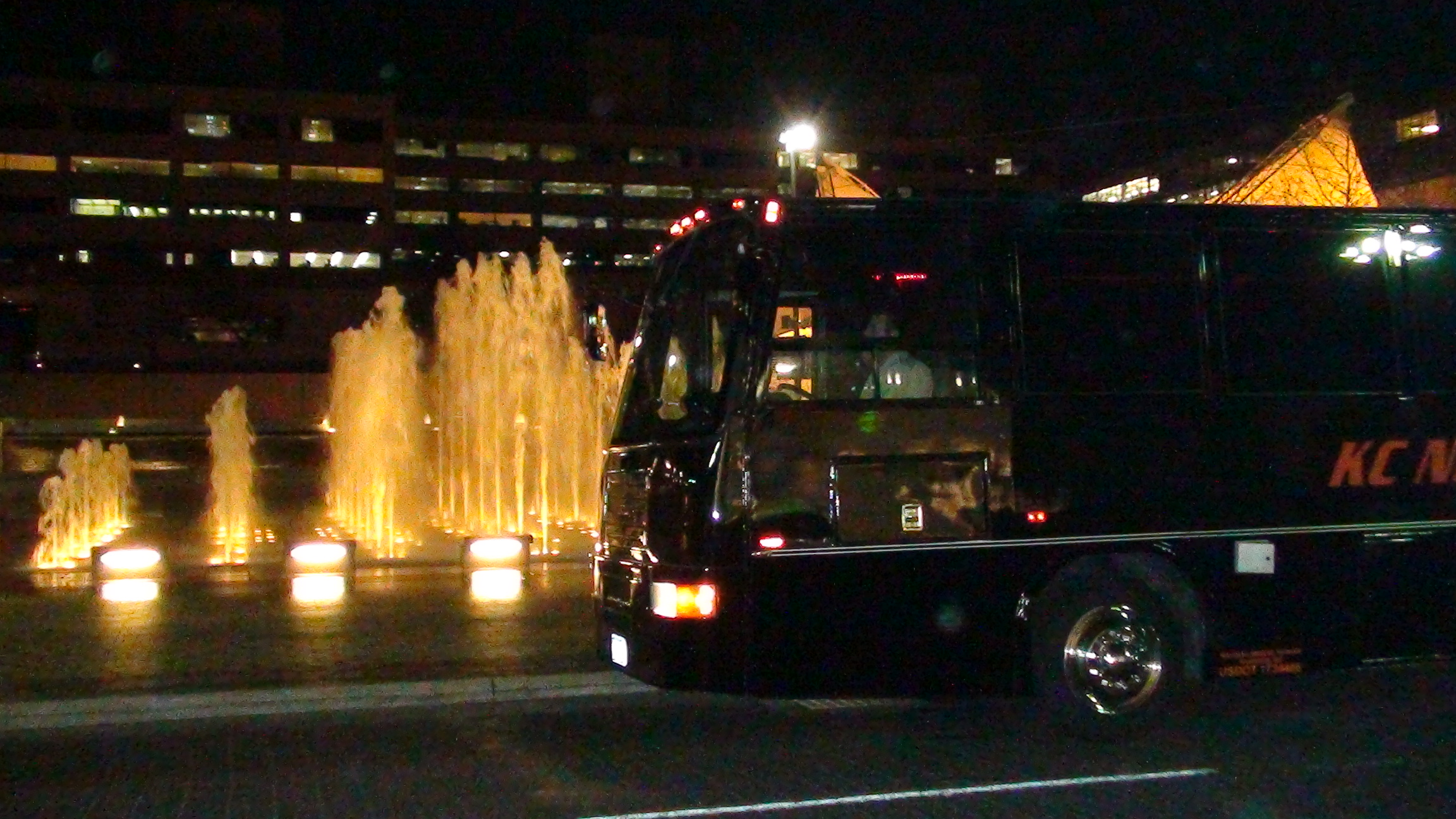 black-party-bus-stretch-limo-crown-center